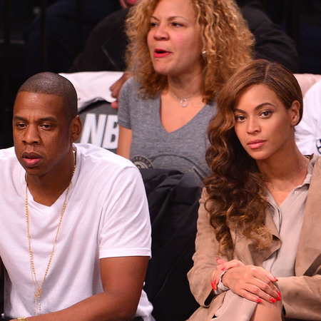 beyonce-jay z-basketball game-nude outfit-cream and brown blouse and skirt-kim kardashian style fashion-curly hair-vintage waves-handbag.com
