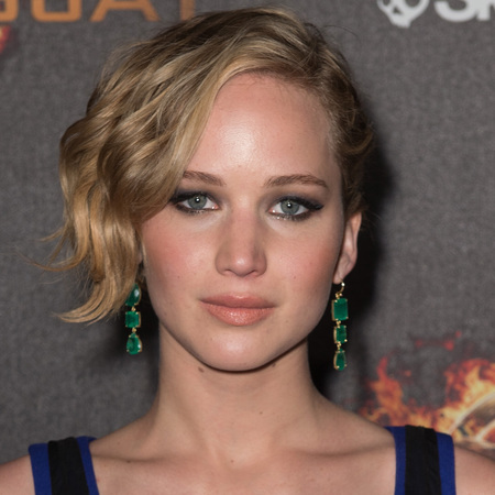 jennifer lawrence-cannes film festival 2014-hunger games mockingjay premiere-tousled bob-haircut-dior dress-handbag.com