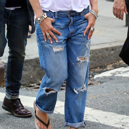 Jennifer Lopez in ripped jeans in New York - celebrities in ripped jeans - style - handbag.com