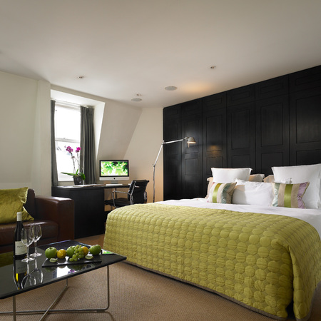 london hotel review - myhotel bloomsbury junior suite - travel bag - handbag