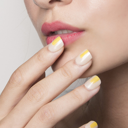 summer nail trends-yellow polish-accents-nail ideas-colour trends-Siriano new york fashion week-ss14-handbag.com