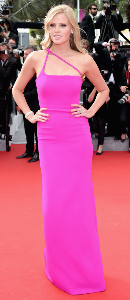 lara stone-cannes film festival 2014-pink dress-calvin klein-red carpet-fuchsia fashion trend-handbag.com