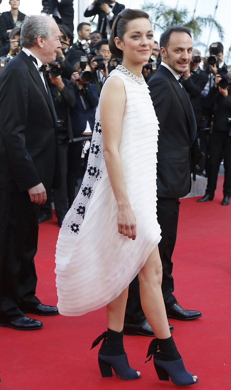 marion cotillard in dior couture - cannes 2014 red carpet - shopping bag - handbag