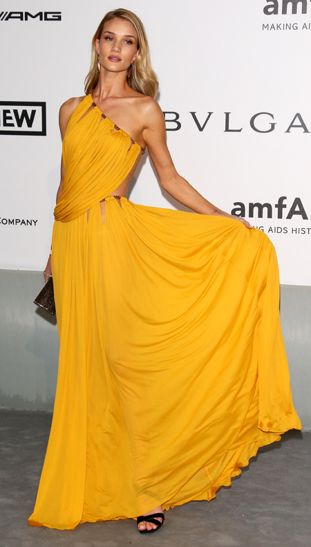 rosie huntington-whiteley-cannes film festival 2014-amfar gala-yellow-gold-dress-emilio pucci-grecian goddess-handbag.com