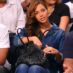 Beyonce shows off her new Versace bag