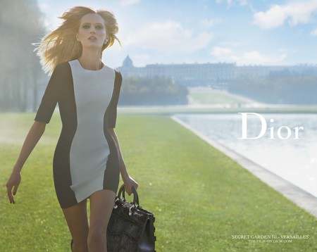 dior secret garden-handbag campaign-aw14-palace of versailles-grey dress and diorissimo handbag-handbag.com
