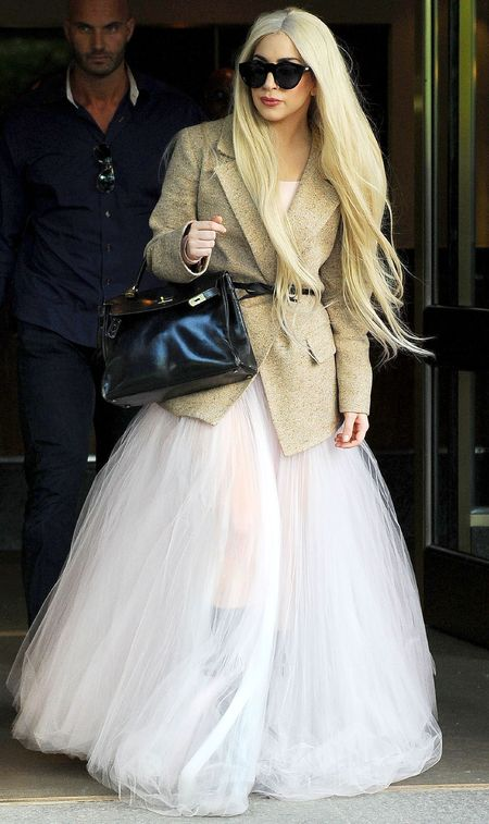 lady gaga accessorizes her hermes birking bag with her ballgown - lady gaga wearing a birkin and ballgown - shopping bag - handbag