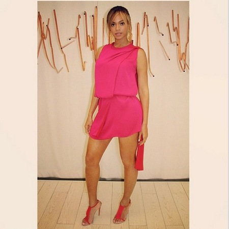 beyonce-pink dress-how to wear hot pink fuchsia-bright pink dress trend-handbag.com