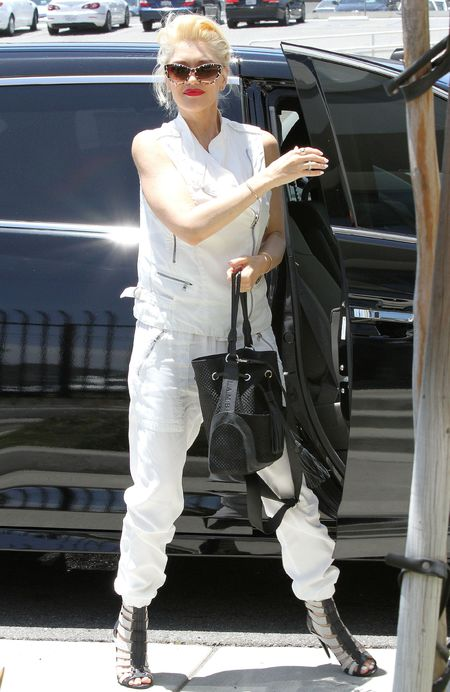 gwen stefani lamb handbag and white outfit - gwen stefani does a cheryl cole - shopping bag - handbag