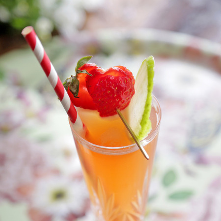 Forbidden Fruit Fizz - Gordon's With A Spot Of Elderflower