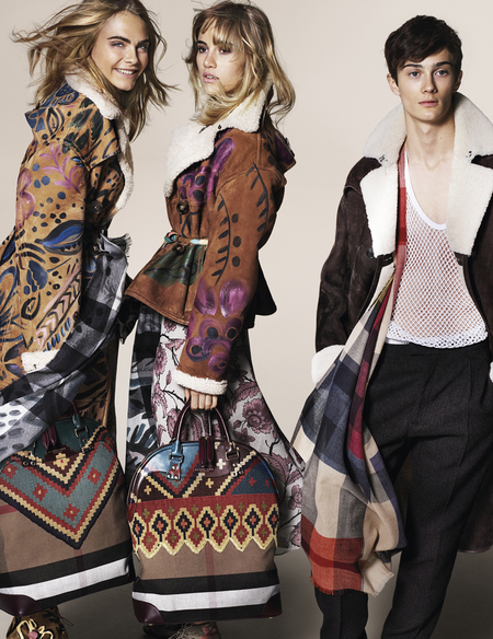 Burberry Autumn Winter 2014 Campaign-cara delevingne-suki waterhouse-tribal traveller prints-bloomsbury bag-handbag.com