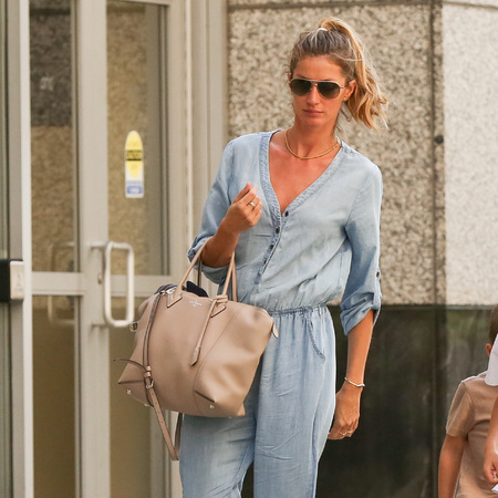 Gisele Bundchen - louis vuitton lockit bag - it bag - celebrity favourite bag - handbag.com