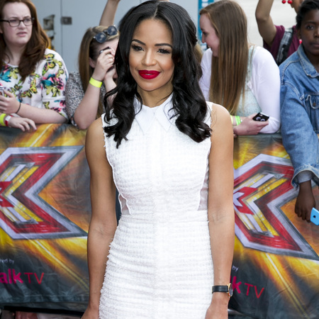 sarah jane crawford-x factor 2014-xtra factor host-caroline flack replacement-red lipstick-white dress-celebrity fashion-handbag.com