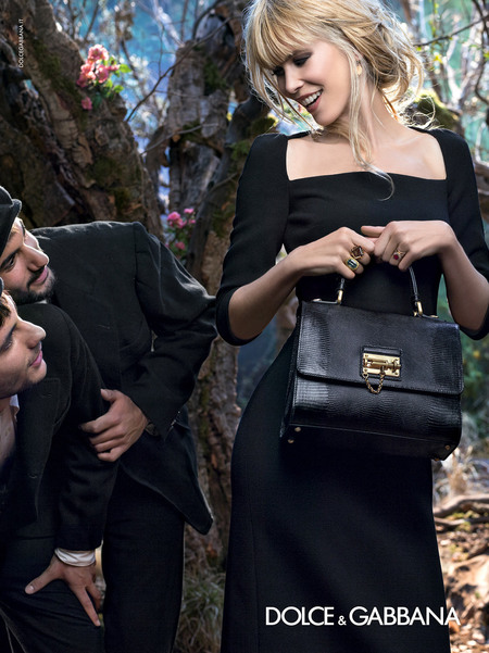 dolce & gabbana aw14 ad campaign - claudia schiffer with models and classic bags - shopping bag - handbag