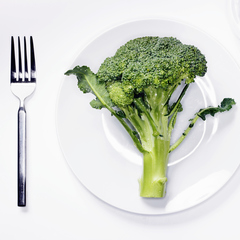 Broccoli is the new superfood - green juice ingredients - health foods - raw diet - fruit and vegetables - diet and fitness - gym bag - handbag.com
