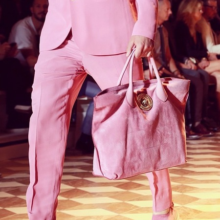 pink versace bag-milan fashion week mens-spring summer 2015-pink man bag-pink suit-pink trend-handbag.com