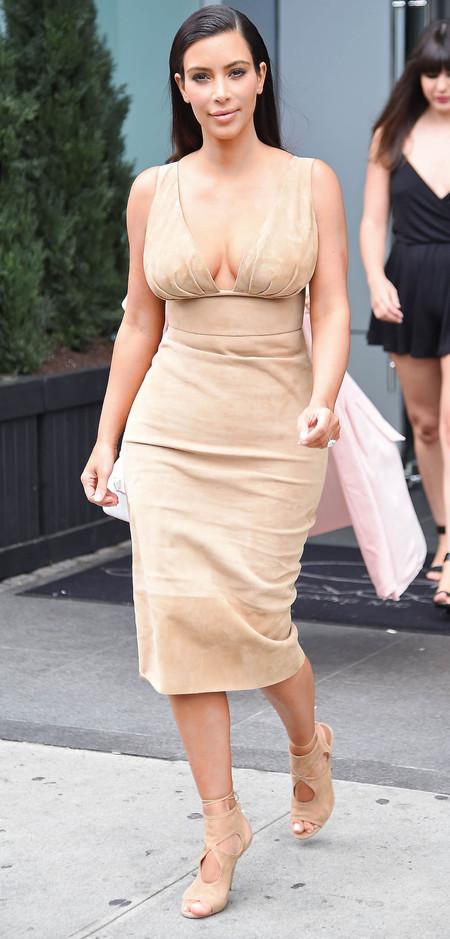 kim kardashian-naked dress-nide-plunging-cleavage-boobs-hair behind ears-celebrity fashion-handbag.com
