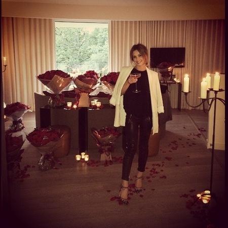 cheryl cole-birthday-310 red roses-birthday flowers like kim kardashian-white blazer-handbag.com