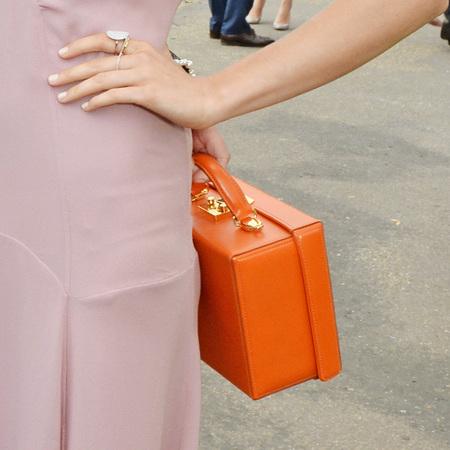 emilia wickstead-orange suitcase handbag-suki waterhouse-serpentine gallery summer party-handbag.com