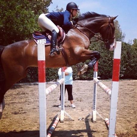 Kaley Cuoco uses horse riding to workout - celebrities who love horse riding - horse riding as a good workout - gym bag celebrity news - handbag.com