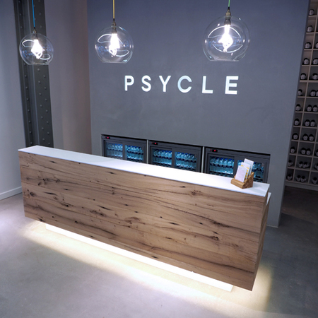 psycle - spinning class review - front desk - handbag.com