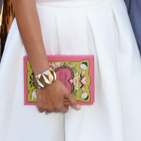 zadie smith-serpentine gallery summer party-pink book clutch bag-handbag.com
