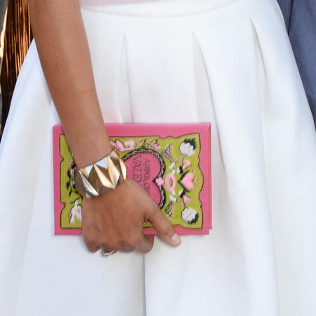 zadie smith-serpentine gallery summer party-pink book clutch bag-handbag.com