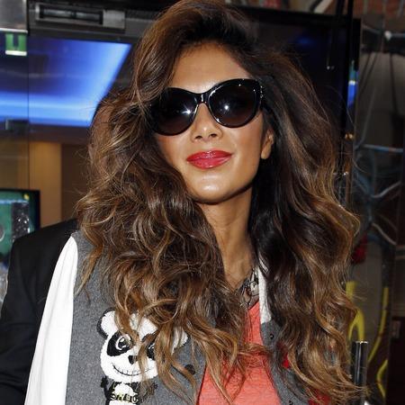 Golden highlights and voluminous curls