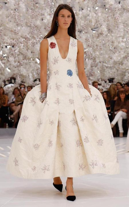 Dior Couture Fall 2014 Catwalk show - Runway pictures - Models - Couture collection - Couture dresses - shopping bag - handbag.com