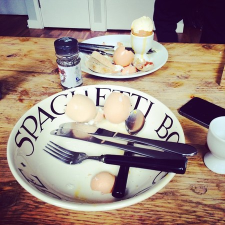 caroline flack eggs and soliders - what celebs have for breakfast - day bag - handbag