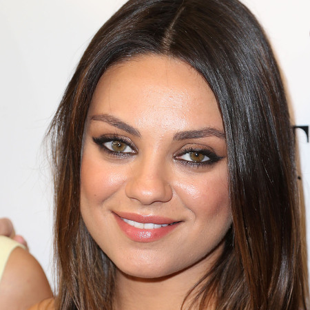 mila kunis-smoky eye makeup-gel eyeliner-celebrity makeup ideas-handbag.com