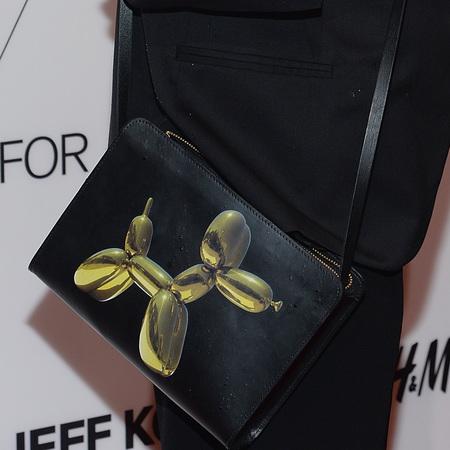 Olivia Wilde's Jeff Koons X H&M Balloon dog bag