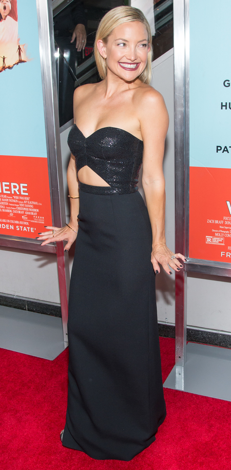 kate hudson-black michael kors dress-cut-out dress-wish i was here movie premiere-celebrity red carpet fashion-handbag.com