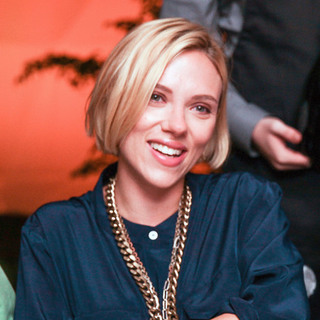 scarlett johanson new hairsyle - celebrities rocking the choppy bob hairstyle trend - beauty bag - handbag