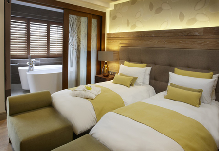 center parcs woburn forest-Spa Suites Twin Bedroom-uk spa break-handbag.com