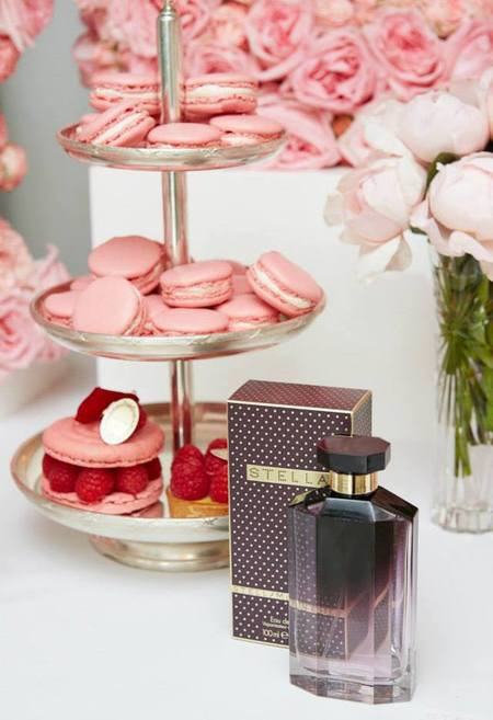 stella mccartney x harrods- classic stella perfume-original stella mccartney perfume-roses-grey amber-maccaroons-pink flowers and cake-handbag.com